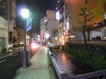 【岡山】ロードバイクの男性がハマった幅2センチの「道路の溝」岡山市に約30キロ  議員「なぜ放置したままなのか?」 YouTube動画>1本 ->画像>68枚